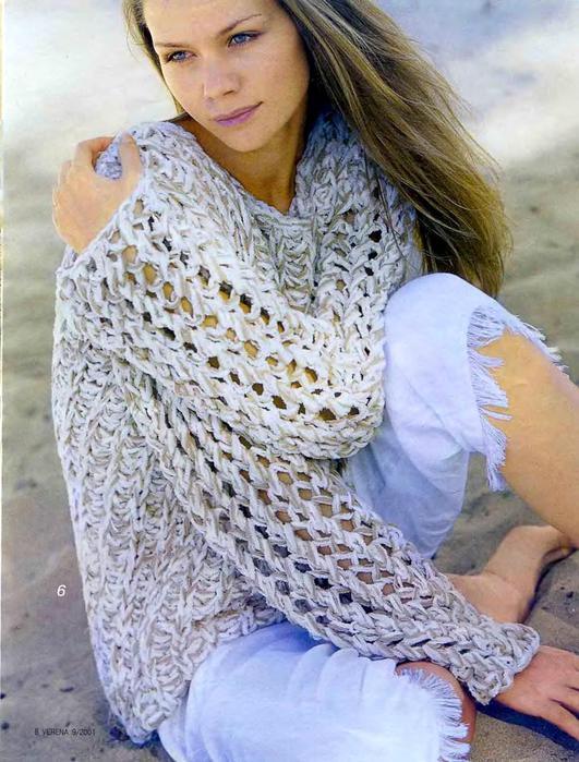 Вязаный шарфик из ленточной шелковистой пряжи.