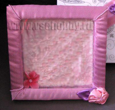 рамочка с атласной лентой бисером и цветами из лент.