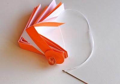 Елочная игрушка из бумаги.