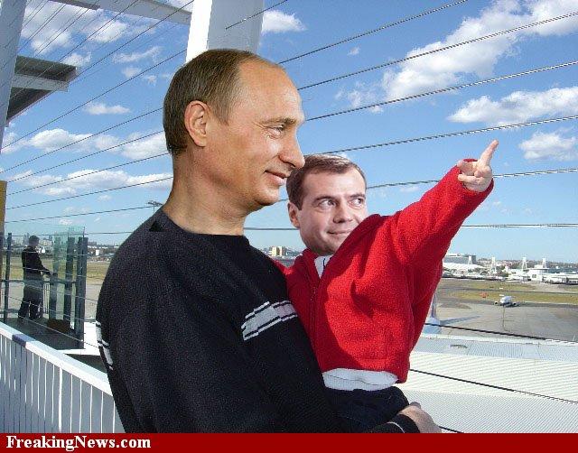 http://img1.liveinternet.ru/images/attach/c/2/68/699/68699240_67988222_65779564_FatherPutinandBabyMedvedev38133.jpg