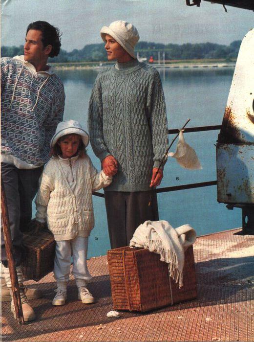 вязанная кофта свитера для девочки.