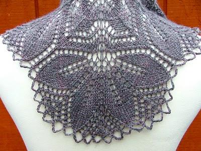 Женская вязаная шапка спицами и крючком на осень 2011 со схемами.