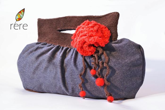 сумка женская джинсовая вязаная шоколадная с цветком.