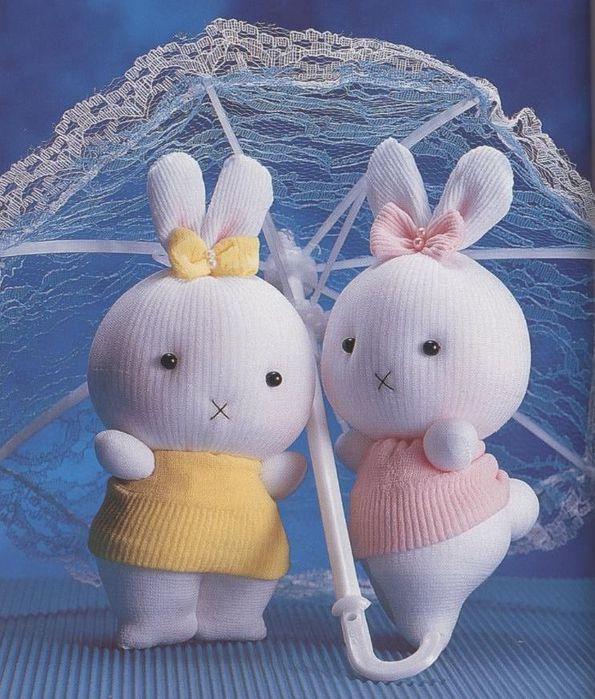 Продолжение темы игрушек из носков следует.  Как сшить зайца из носка.