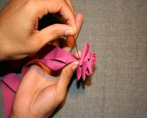 Цветы из лент или полосок материи / Kladis.ru- Клад рукоделия для Вас