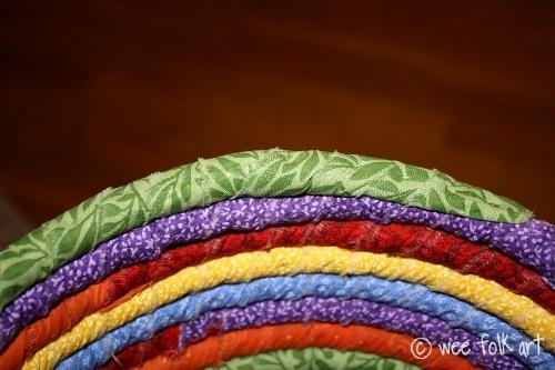 Тарелка из разноцветных шнурков