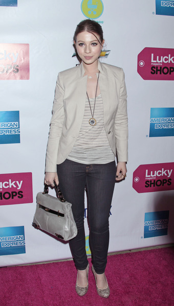 51546_Michelle_Trachtenberg_First_Annual_Lucky_Shops_LA_J0001_003_122_66lo (340x600, 65Kb)