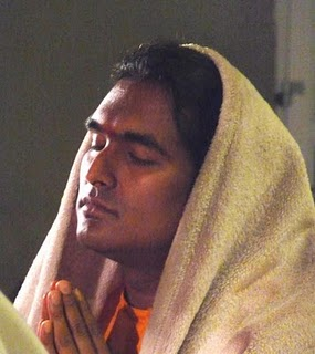 SV Prayer with shawl covering head Aug 4 2010 (285x320, 21Kb)