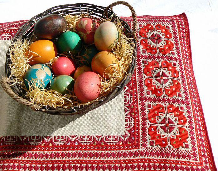 767px-Easter-eggs-bg (700x546, 146Kb)