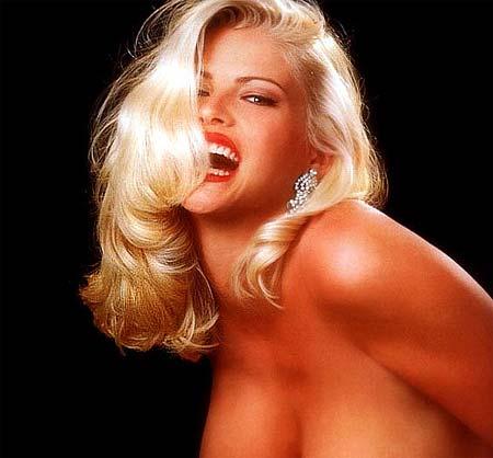 Порно связана блондинка с бюстом фото эротика