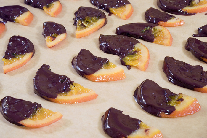 4278666_120376454_59077e4985_Chocolate_Dipped_Candied_Orange_Slices_L (700x465, 204Kb)