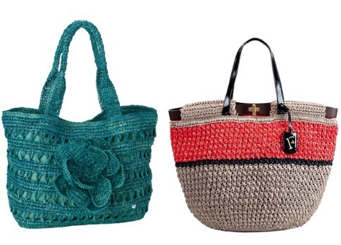 По-прежнему модными остаются вязаные сумки, только цвета стали немного.