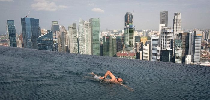 1277469039_infinity_pool_of_the_skypark-5 (700x335, 48Kb)