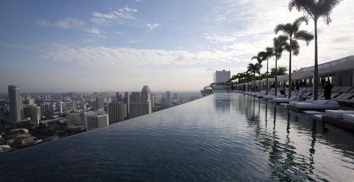 1277469081_infinity_pool_of_the_skypark-2 (700x360, 44Kb)