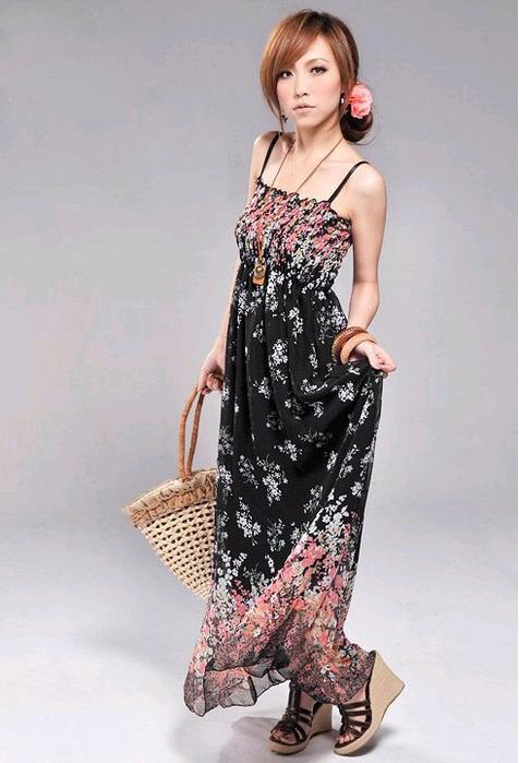 В женском гардеробе всегда можно найти длинное платье.