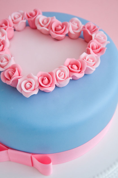 Valentines-cake-with-roses1 (466x700, 65Kb)