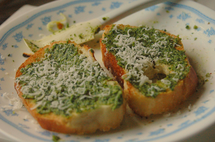 тост с маслом/4278666_1420682267_c96ba7f3ec_toast_with_fresh_homemade_pesto_and_parmesan_L (700x464, 208Kb)
