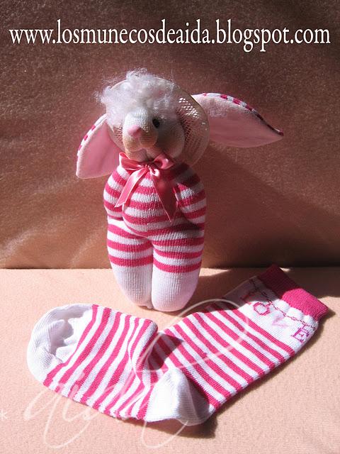 Как сделать зайца из носка.  Далее Игрушки из носков.