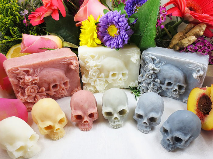 skull-shaped-soaps-eden-gorgos-1 (700x525, 313Kb)