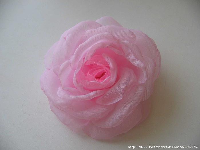 Цветы из ткани.
