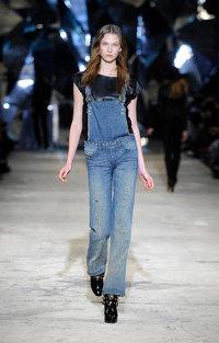 В этом году тенденция на рваные джинсы 2011, рваные топики ещё больше...