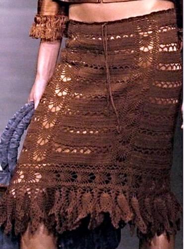 Красивая коричневая юбка не много ниже колен - схема вязания юбки крючком.