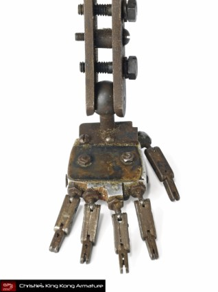 Christies-Auction-King-Kong-Original-Armature-Movie-Prop-LEFT-FOOT-x425 (318x425, 24Kb)
