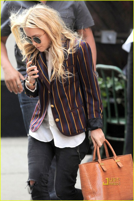 mary-kate-olsen-striped-blazer-late-lunch-05 (468x700, 92Kb)