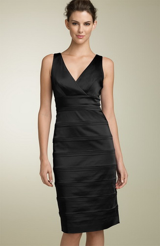 Описание: маленькое черное платье для полных женщин.