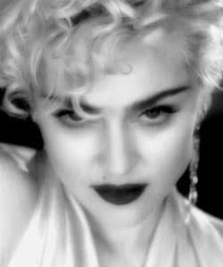 Madonna_Vogue video (250x299, 6Kb)