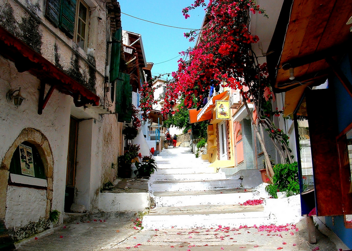 All sizes  Photo from an Alley in Parga - Greece  Flickr - Photo Sharing! (700x500, 840Kb)