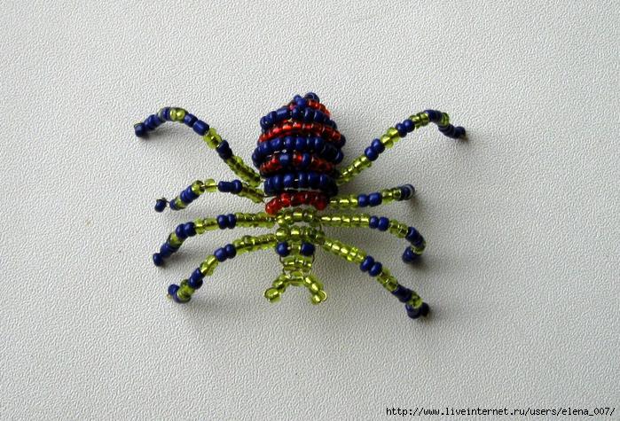 Плетение из бисера мопсов.