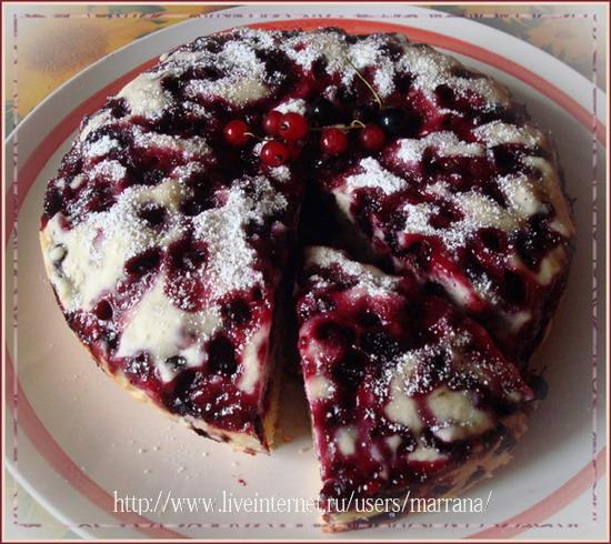 Пирог с чёрной смородиной в мультиварке картинки