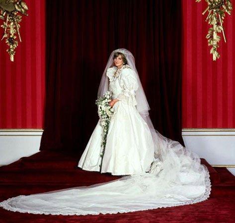 И вообще люблю смотреть на свадебные платья.  Классно, разве нет...