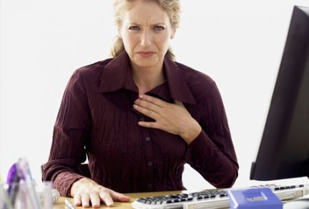 4121583_1303234132_getty_rf_photo_of_woman_with_heartburn_at_work (450x305, 20Kb)