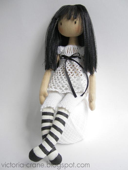 выкройка сумки с круглыми ручками.  У этой куклы голова и кисти рук...