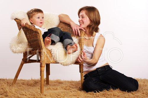 Мамаша с сыном не грустят на даче онлайн