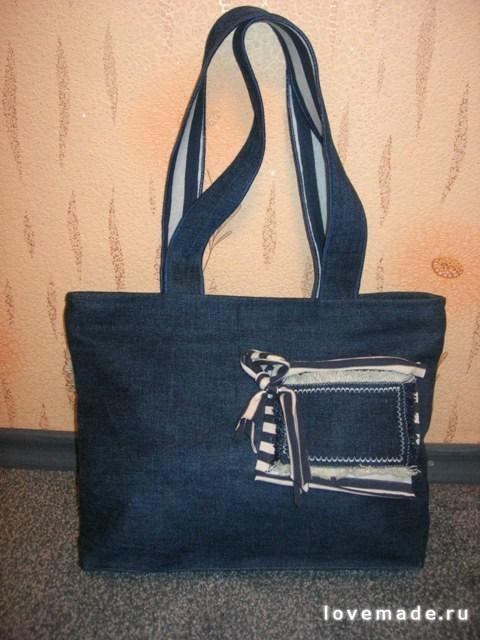 Объемные, вместительные джинсовые сумки.  Декорированы вышивкой, бисером, акриловой краской, пуговицами.