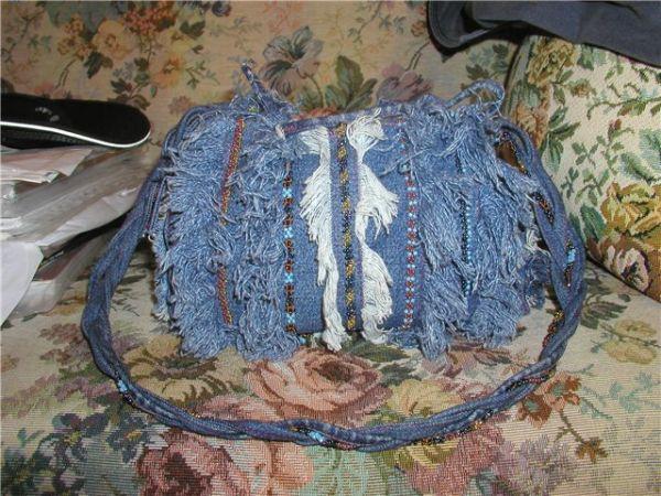 1. берем джинсы ненужные 2. Определяемся с грубиной сумки. а. если мелкая, просто разрезаем междуножие по швам и...