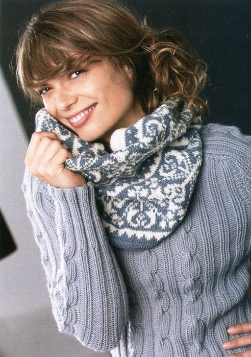 вязаный крючком шарф-воротник.