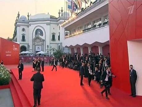 «Фауст» Сокурова получил «Золотого льва» в Венеции/2822077_PR201109102120401 (460x345, 60Kb)