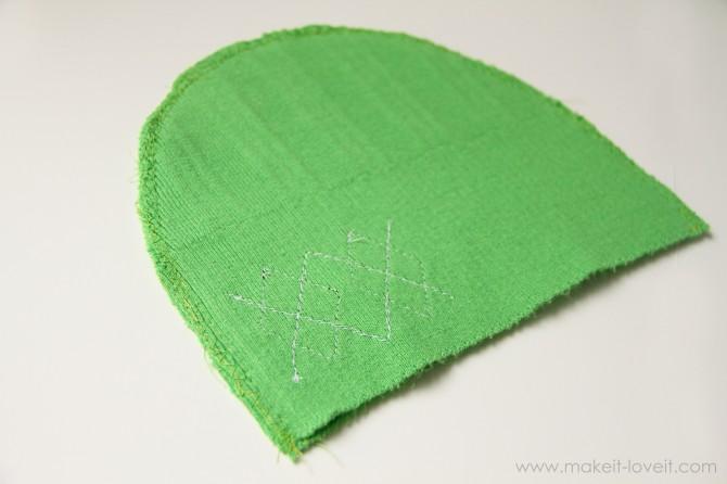 Не тяните и не растянуть свитер, но нажмите железа прямо вниз.