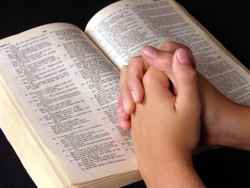 praying-over-bible (500x375, 200Kb)