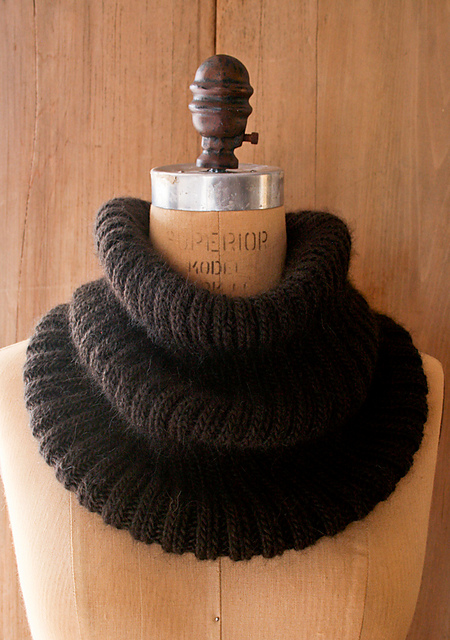 suri_merino_cowl_600-4_medium2 (450x640, 202Kb)
