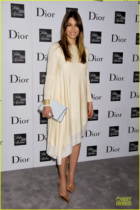 jessica-biel-ashley-madekwe-dior-pret-a-porter-dinner-01 (468x700, 80Kb)