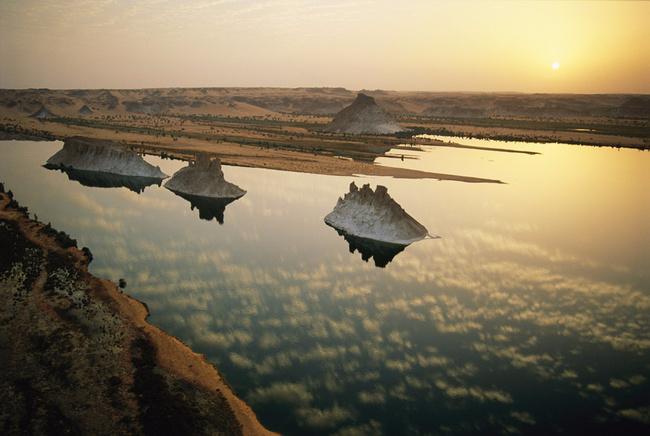 Мертвое озеро Унианга Кебир. Система озер Унианга, Чад, Сахара (650x436, 278Kb)