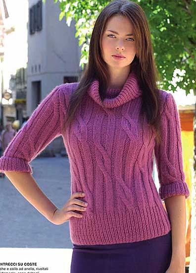 Малиновый пуловер.