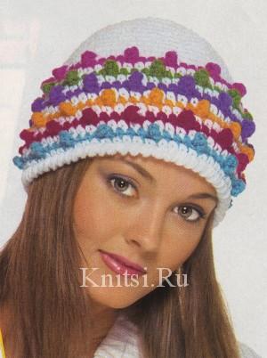 Плюс этой зимней шапки вязаной крючком в том, что...  За счет ярких...