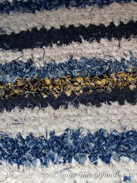 ...вязали разноцветные коврики - из старых тряпочек корявыми веточками.