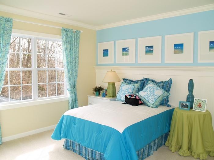 дизайн спален фото с зеркалом над кроватью.